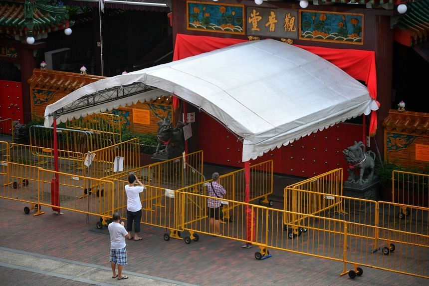 People praying outside the Kwan Im Thong Hood Cho Temple on May 28, 2020.