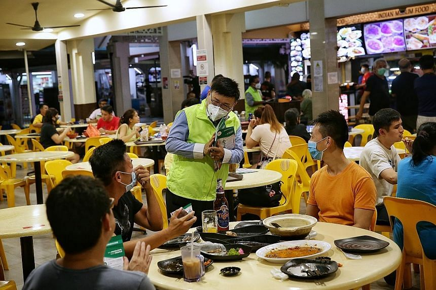 Singapore Democratic Alliance president Desmond Lim Bak Chuan speaking to diners during a walkabout at a coffee shop in Pasir Ris yesterday. ST PHOTO: KEVIN LIM