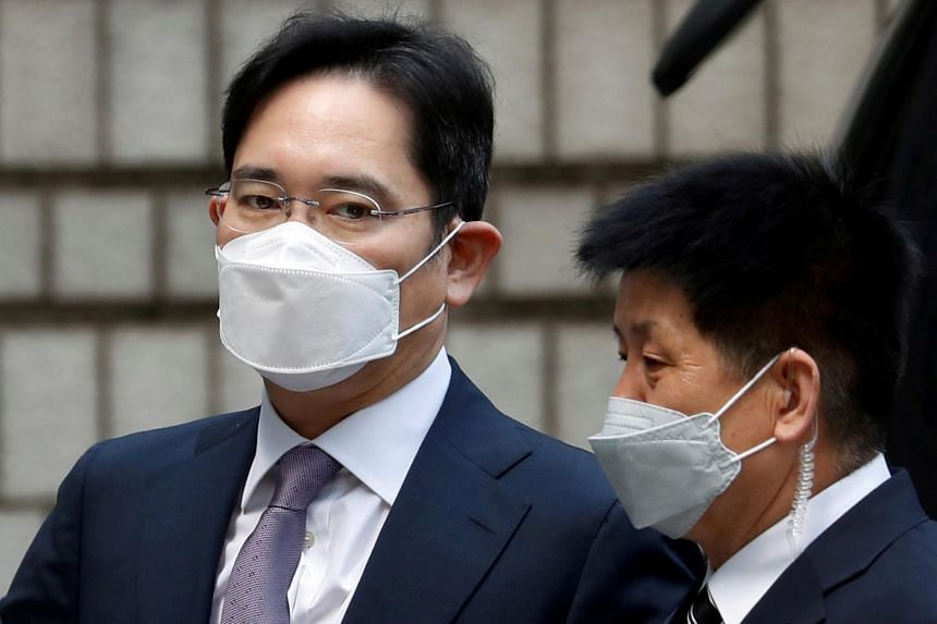 Samsung Group heir Jay Y. Lee arrives for a hearing at the Seoul Central District Court in Seoul, on June 8, 2020.