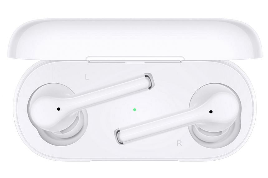 FreeBuds 3i looks like the AirPods Pro with its all-white exterior and silicone ear tips.