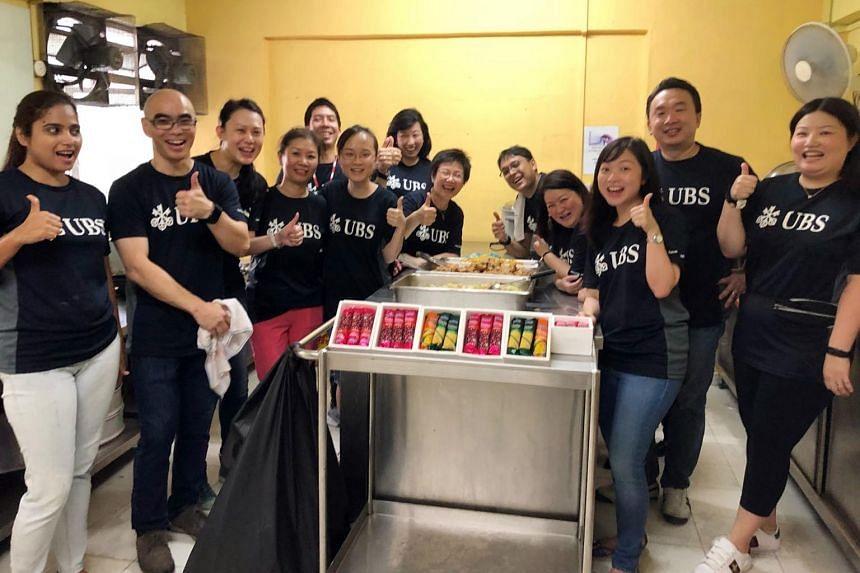 UBS Singapore volunteers preparing meals for their community partner.