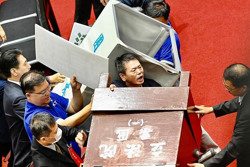 Taiwan's opposition party lawmakers trying to remove a voting booth in Parliament yesterday to block the ruling party's lawmakers from casting ballots for the nomination of President Tsai Ing-wen's senior aide, Ms Chen Chu, to a top government watchd