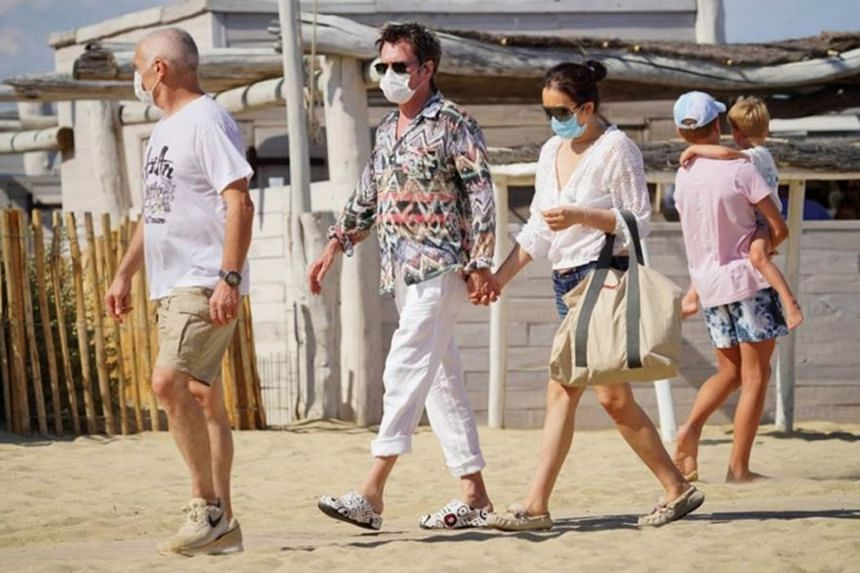 Chinese actress Gong Li and husband Jean-Michel Jarre were recently spotted together at a beach in southern France.