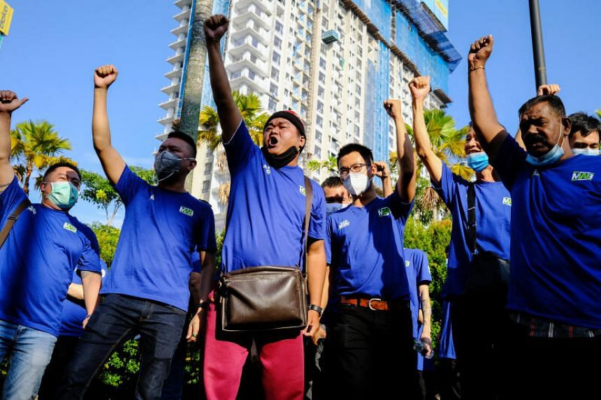 Supporters of former Malaysia Prime Minister Najib Razak chant outside the Kuala Lumpur Courts Complex on July 28, 2020.
