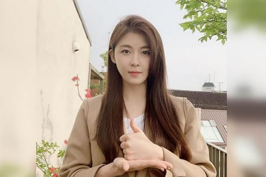 Ha Ji-won, 42, also said that she laughs a lot, and believes it helps to tighten her face.