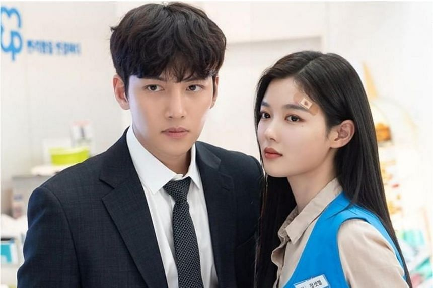 Ji Chang-wook (left) and Kim Yoo-jung in the romantic comedy Backstreet Rookie.