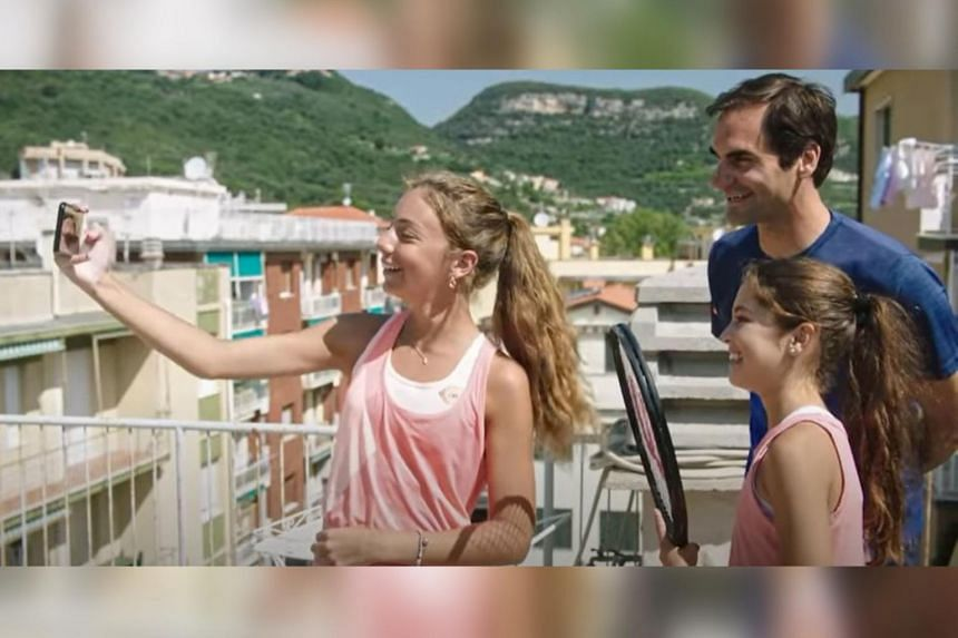 Roger Federer surprises girls who went viral for rooftop tennis