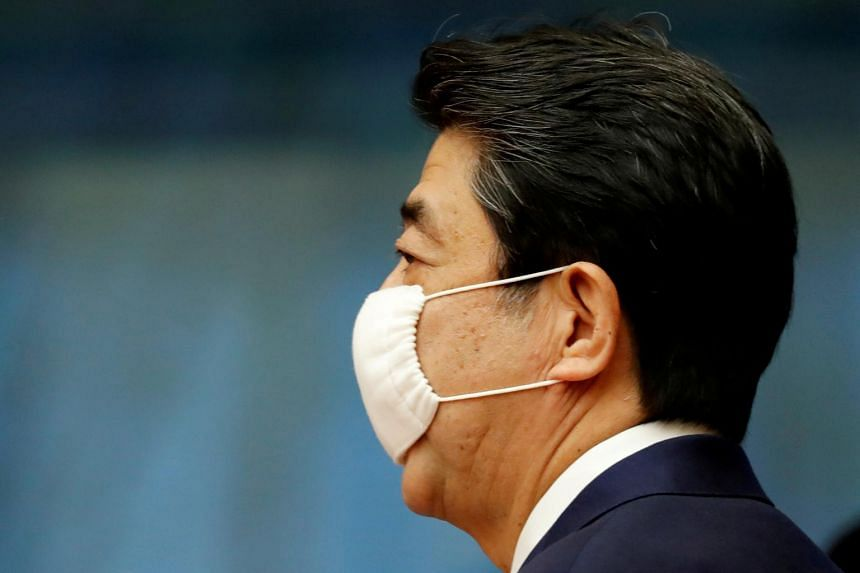 The national government is seen as being dawdling and bungling amid Prime Minister Shinzo Abe's reluctance to convene Diet sessions and even hold news conferences.