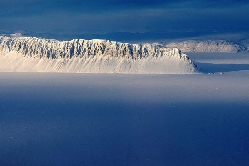 Arctic warming: Canada's last fully intact ice shelf collapses