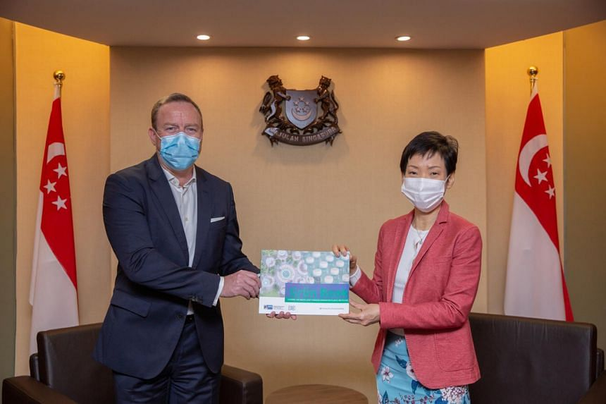 President of SGC Jens Ruebbert (left) and Minister for Sustainability and The Environment Grace Fu with a copy of the Grün Book at the SGC virtual conference on Aug 12, 2020.