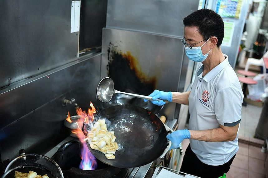 """Above: Mr Ngo Meng Nguen from Xing Long Food Stall cooking his """"secret dish"""" Chee Cheong Hor Fun (left), an off-menu item sold only to regulars, which participants will get to try on the tour. ST PHOTOS: CHONG JUN LIANG Below: Mr Poon Sun Hay from Pa"""