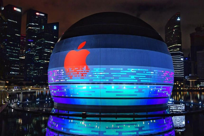 Apple Marina Bay Sands, the first Apple store that sits on the water, will open soon to customers in the heart of Singapore.