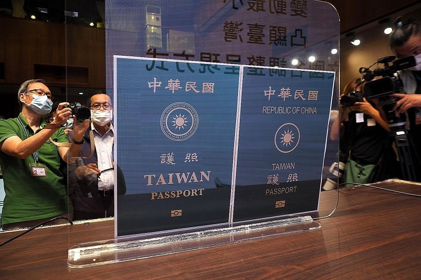 Photocopies of the covers of the new Taiwan passport (left) and the current one, at the unveiling in Taipei yesterday. Passports issued starting from January next year will sport the new look. PHOTO: EPA-EFE