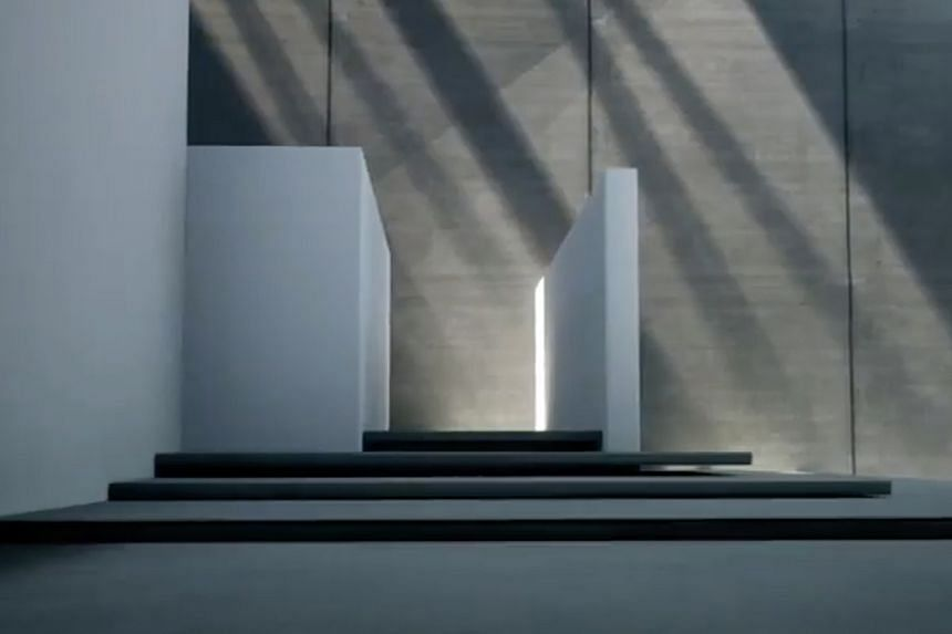 The Virtual Online Museum of Art is set in a digital building which allows visitors to stroll freely through its galleries. Changes in seasons and time also affect the lighting inside.