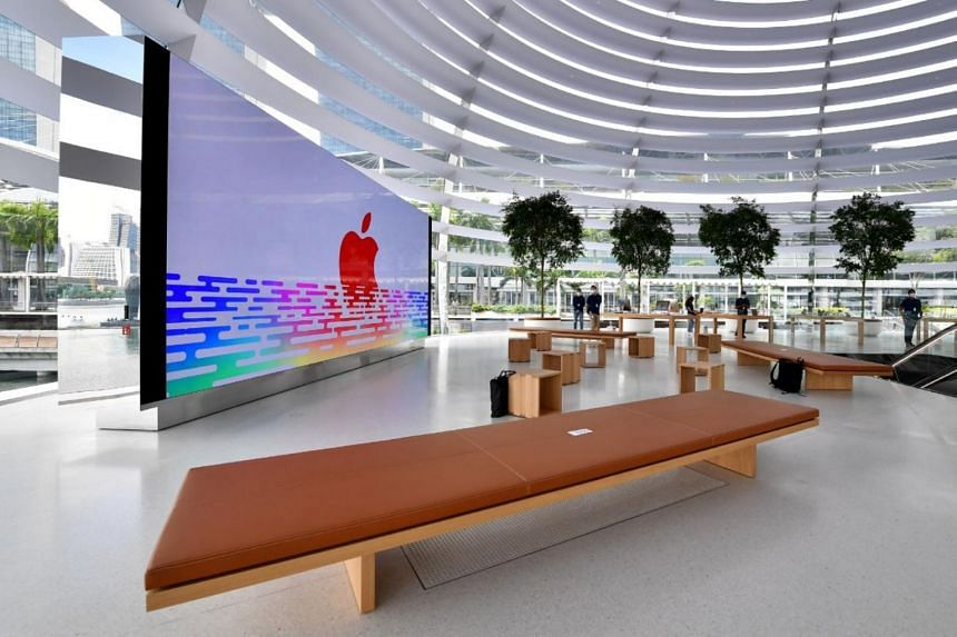 The interior of the dome holds the Forum, an events space centred on a video wall which will serve as the stage for Apple's in-store events.