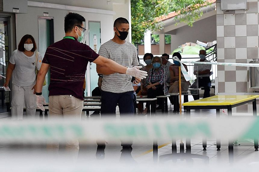 The ELD said 25 large polling stations should have been given more election officers or e-registration devices. Another factor that caused the long queues was safe management measures such as requiring voters to put on disposable gloves. The e-regist