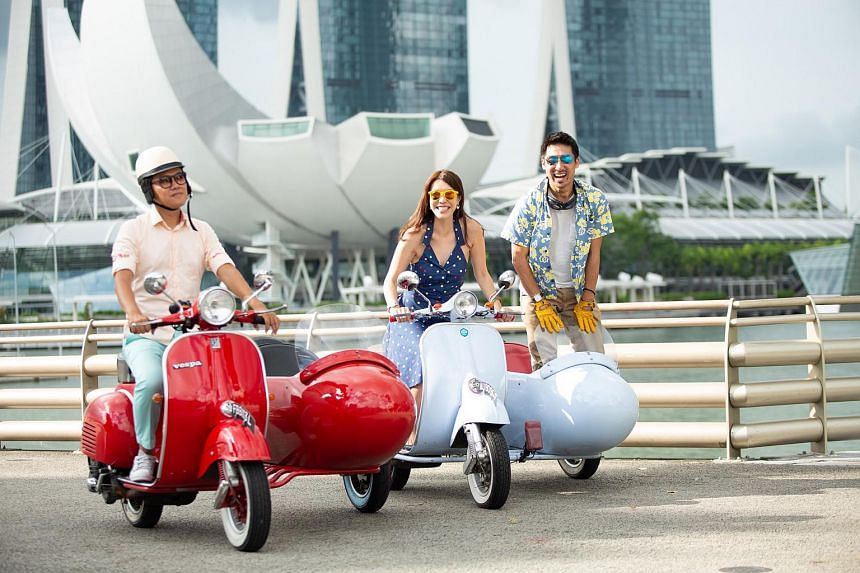 Take a spin around town in a vintage Vespa sidecar on a Crazy Rich Asians tour.