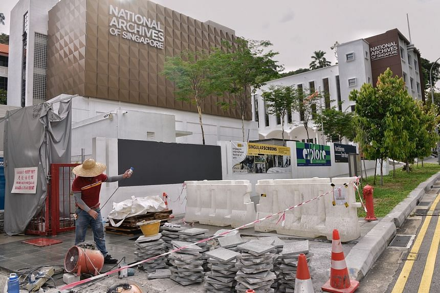 A worker outside the National Archives of Singapore along Canning Rise on Sept 7, 2020.