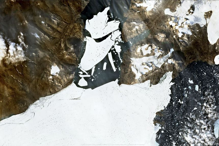 A satellite image captured on Aug 27, 2020 shows ice breaking off the Nioghalvfjerdsfjorden glacier in Northeast Greenland.