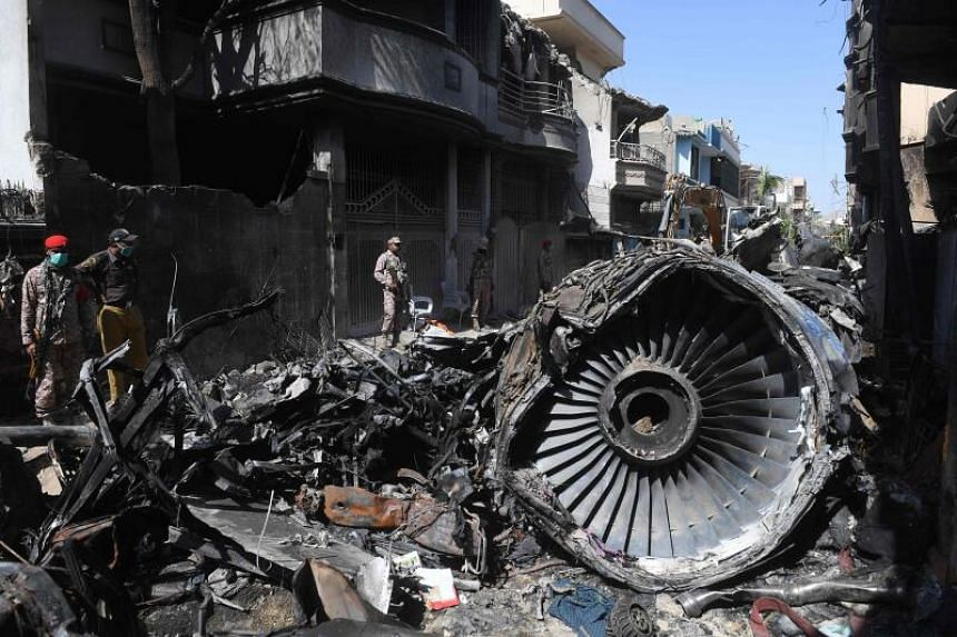 The pilots of the Pakistan International Airlines plane that hit a suburb of Karachi in May did not seem as fluent in conducting their flight as they should have, Mr Patrick Ky noted.