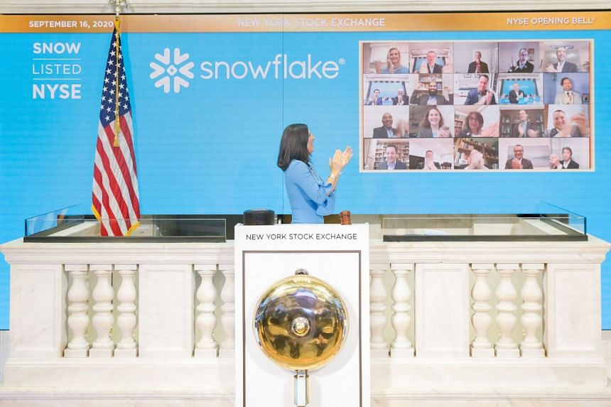 Stacey Cunningham, president of the New York Stock Exchange, rings the opening bell as Snowflake makes its public debut.