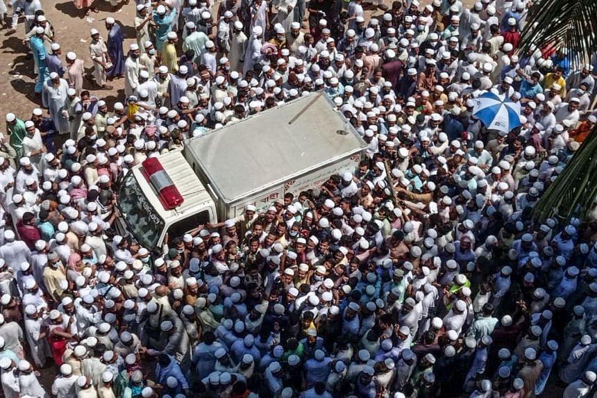 Vast crowds of Allama Shah Ahmad Shafi's followers rushed to Chittagong, Bangladesh, to pay their respects.