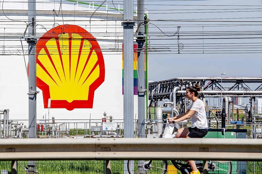 The Shell Pernis oil refinery in the Dutch city of Rotterdam. Shell is exploring ways to reduce spending on oil and gas production by 30 per cent to 40 per cent through cuts in operating costs and capital spending on new projects, according to source