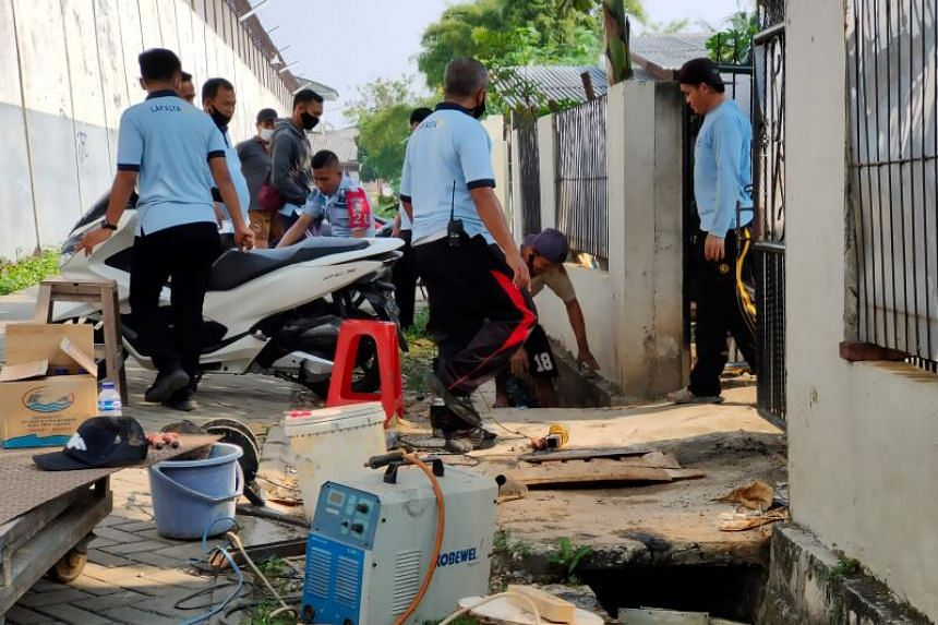 Officers check the culvert used by a Chinese prisoner to escape in Tangerang, Banten, on Sept 18, 2020.