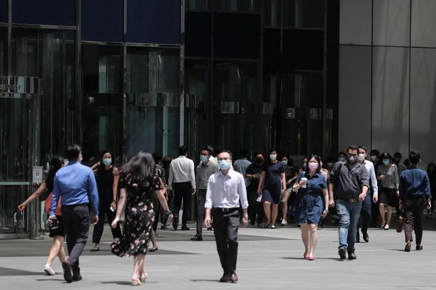 Singaporeans on average said they expected their pay to rise this year by 27 per cent when switching jobs.