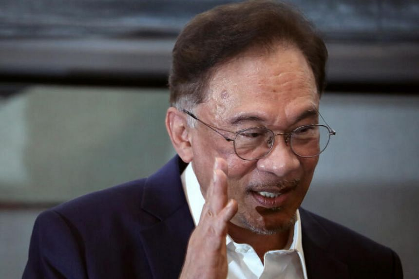 Datuk Seri Anwar Ibrahim told a news conference in Kuala Lumpur that the MPs with him now include those from the Perikatan Nasional alliance.