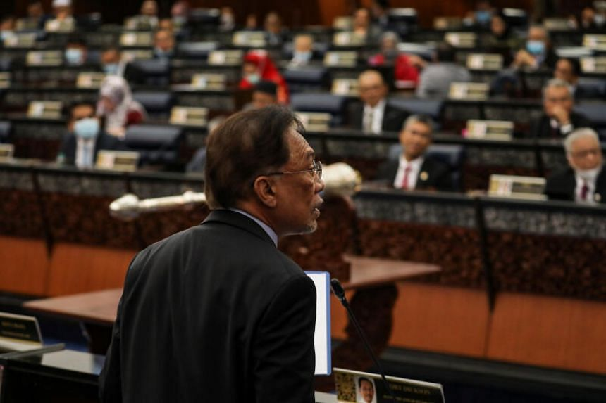 Mr Anwar Ibrahim says he now has enough support in Parliament to be able to form a government and replace Malaysian PM Muhyiddin Yassin.