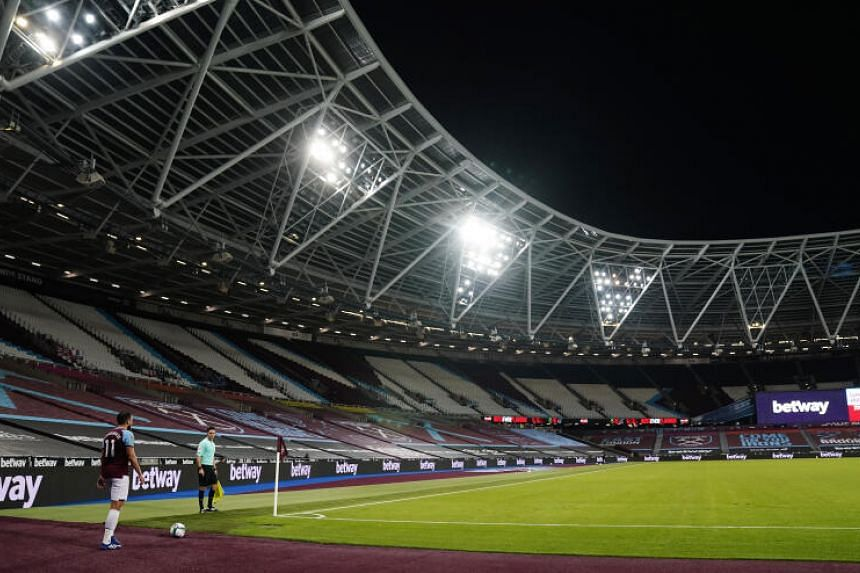 Return of fans to English stadiums put on hold