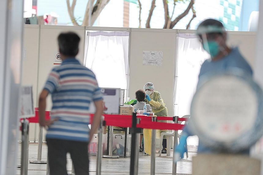 Stallholders and food delivery staff were tested for Covid-19 in Marine Parade, like at this site in Marine Drive, over the weekend as part of a pilot for stallholders in the constituency. ST PHOTO: KELVIN CHNG