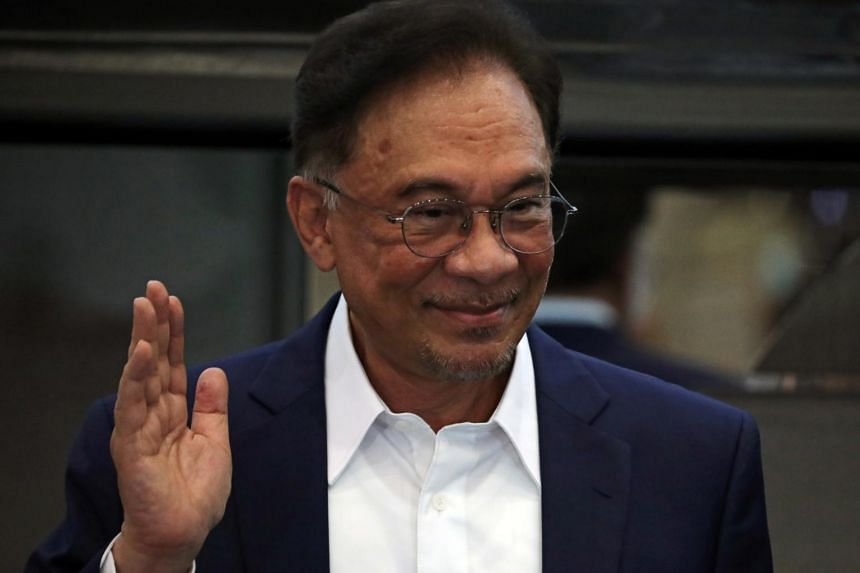 "Opposition leader Anwar Ibrahim wouldn't say how many lawmakers his government would command, but said it was ""convincing""."