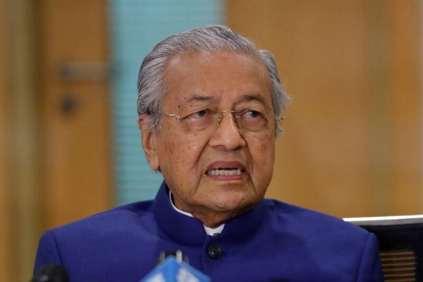 Tun Dr Mahathir Mohamed said that the Parliament should also vote to decide who has majority support as prime minister.