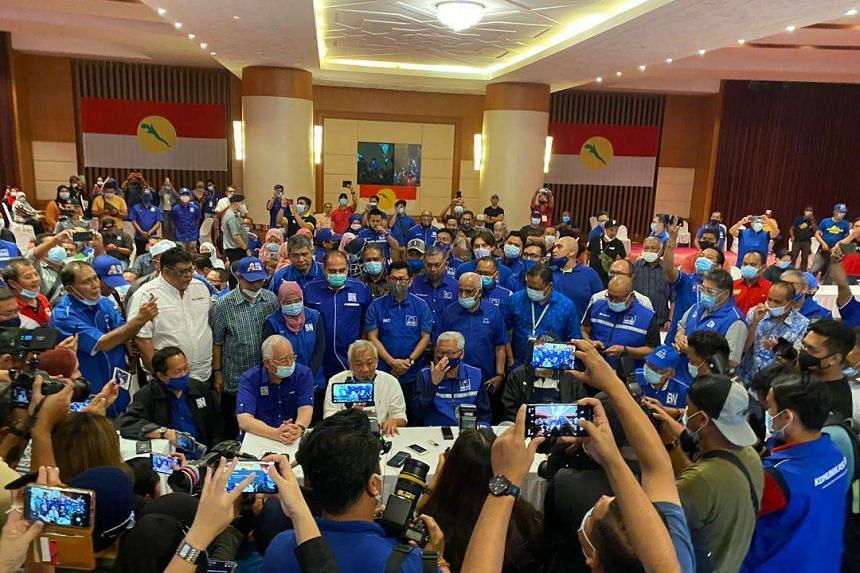 Sabah Barisan Nasional chief Bung Moktar Radin (in white) declared that Gabungan Rakyat Sabah has garnered the simple majority of 37 to form the next state government.