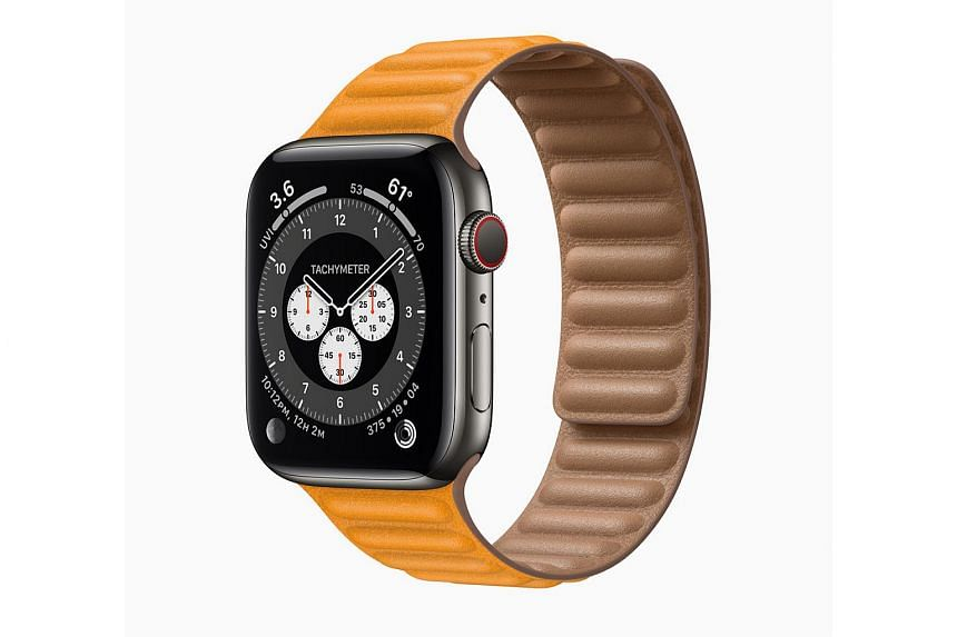 The new Apple Watch Series 6 offers several upgrades, including the new S6 chip, which boasts faster perfomances.