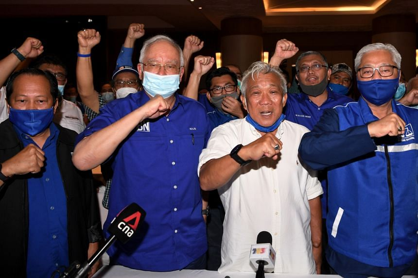 Umno's Sabah chief Bung Moktar Radin (in white shirt) flanked by Umno's top leadership – former prime minister Najib Razak and party vice-president Ismail Sabri Yaakob (right).