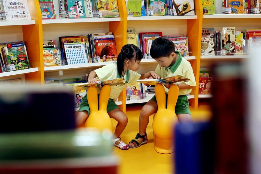 The service delivers to customers eight curated English children's books a month.