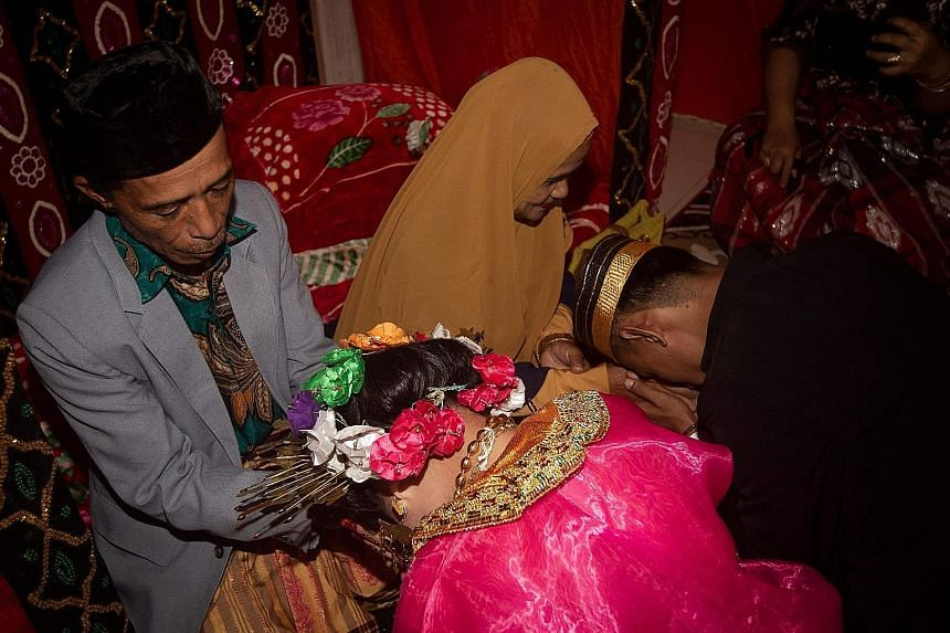 Men indonesia seeking men Beautiful Indonesian