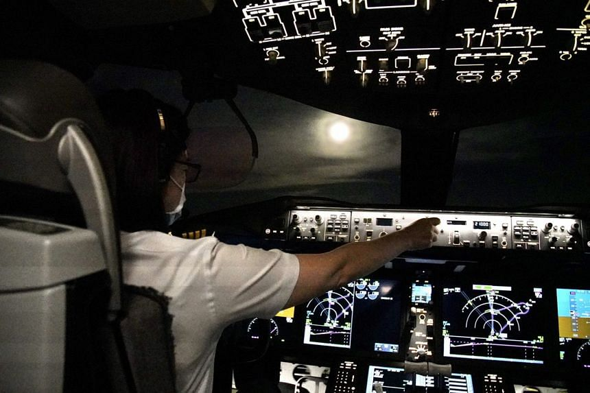 """The full moon can be seen from the cockpit on EVA Air's first """"flight to nowhere"""" over the Mid-Autumn Festival long weekend."""