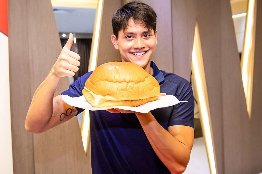 Swimmer Joseph Schooling learning to make a curry bomb in the Neo Garden kitchen, which turned out quite well.