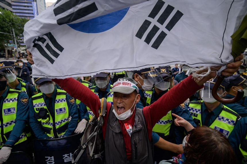 The committee argues that it doesn't make sense that outdoor rallies around Gwanghwamun and Seoul City Hall are prohibited.