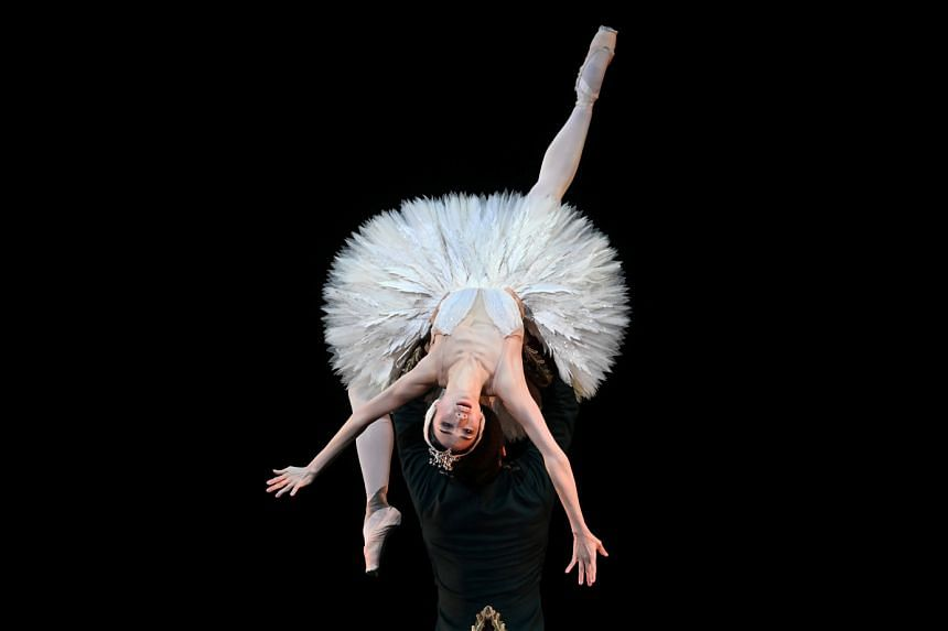 Around 70 dancers of Britain's Royal Ballet, including Akane Takada and Federico Bonelli (above), put on a spirited three-hour concert at the Royal Opera House in London.