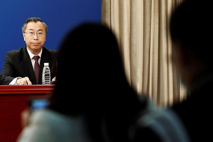 Sinopharm Group chairman Liu Jingzhen said at a news conference in Beijing on Tuesday that the vaccines now under testing will be safe.
