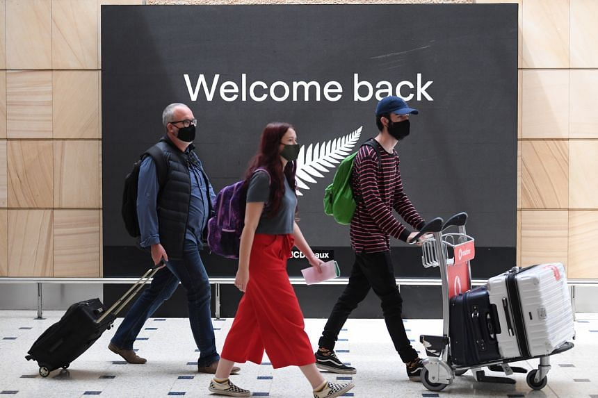 Passengers arrive from New Zealand at Sydney International Airport on Oct 16, 2020.