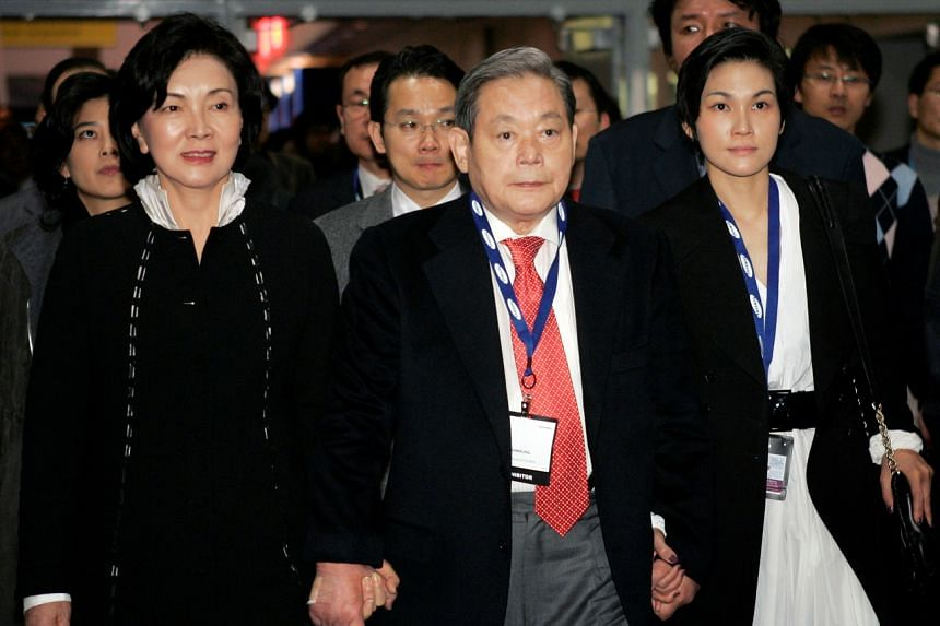 In a photo taken on Jan 9, 2010, Mr Lee Kun-hee tours the 2010 International Consumer Electronics Show with his wife Hong Ra-hee (left) and daughter Lee Seo-hyun in Las Vegas.