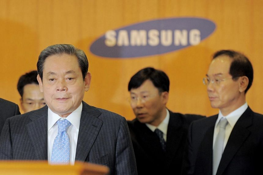 In a photo taken on April 22, 2008, Mr Lee Kun-hee holds a press conference at Samsung's headquarters in Seoul.