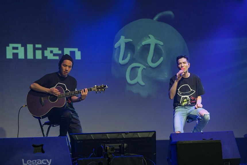 Jam Hsiao (right), who performed at the Alien Huang The Most Romantic Concert On Earth event on Oct 6, 2020.