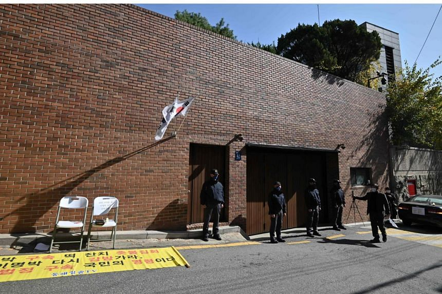 Members of the Presidential Security Service stand in front of former South Korean president Lee Myung-bak's residence in Seoul, on Oct 29, 2020.